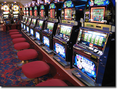 Land-based slot machines versus online pokies